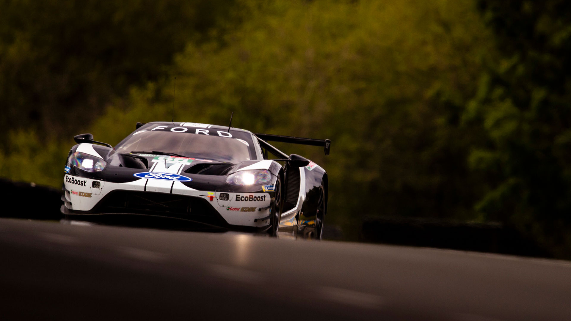 Ford GTE coming over hill